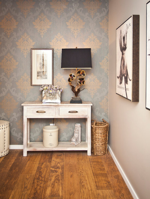 landhausstil flur in calgary ideen design bilder houzz. Black Bedroom Furniture Sets. Home Design Ideas