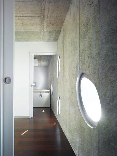 Contemporary Corridor by Martin Lejarraga Architecture Office
