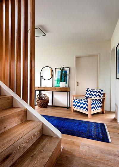 Retro Recibidor y pasillo by Collected Interiors