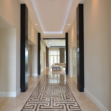 Contemporary Hall by Couture-Homes
