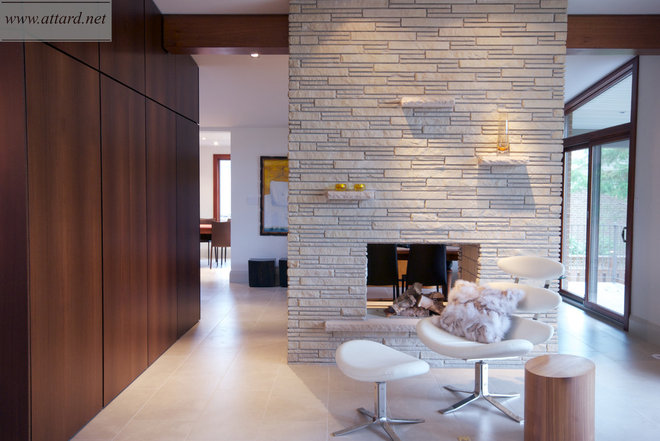 Contemporary Hall by Attard Construction Corp.
