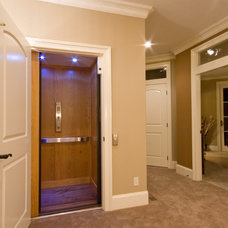 Traditional Hall by Norelco Cabinets Ltd