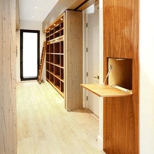 Ejemplo de recibidores y pasillos de estilo zen, extra grandes, con paredes blancas, suelo de bambú y suelo beige