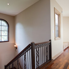 Traditional Hall by Bella Villa Design Studio
