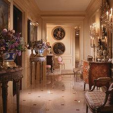 Traditional Hall by William R. Eubanks Interior Design, Inc.