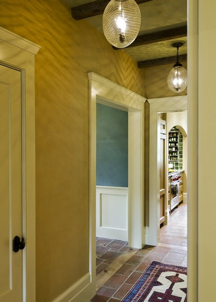 Traditional Hall by Smith & Vansant Architects PC