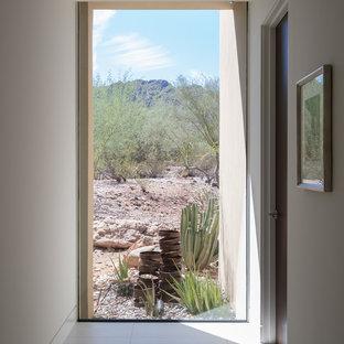 フェニックスのサンタフェスタイルのおしゃれな廊下の写真