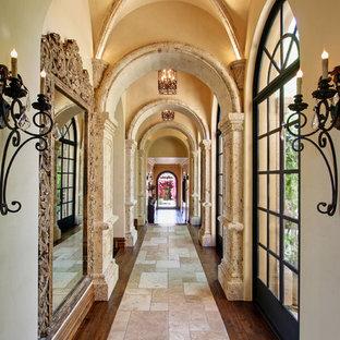フェニックスの地中海スタイルのおしゃれな廊下 (ベージュの壁、濃色無垢フローリング、マルチカラーの床) の写真