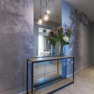 Esempio di un ingresso o corridoio design di medie dimensioni con pareti grigie, moquette e pavimento grigio