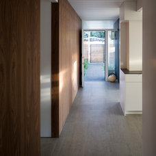 Midcentury Hall by building Lab, inc.