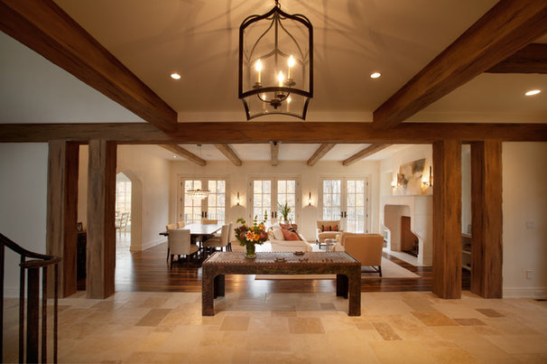 Traditional Hall by Murphy & Co. Design