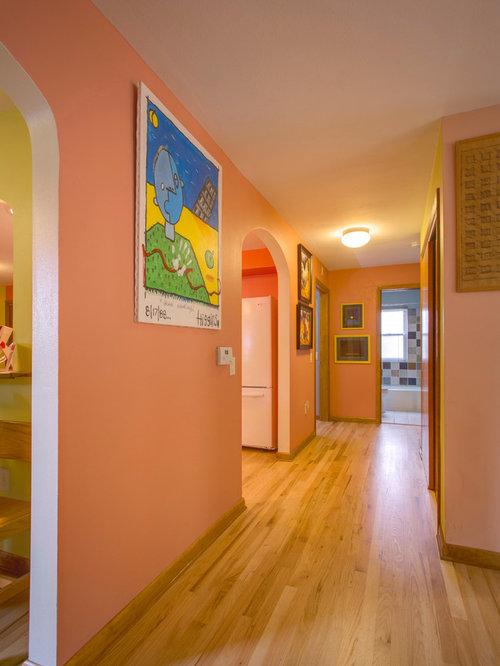 couloir moderne avec un mur rose photos et idees deco de With charming couleur pour un couloir 7 decoration murale en bois use