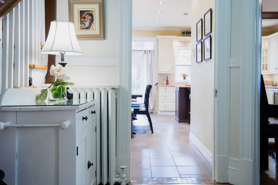 Entry Hall: light and bright