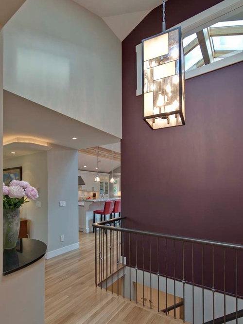moderner flur mit lila wandfarbe ideen design bilder houzz. Black Bedroom Furniture Sets. Home Design Ideas