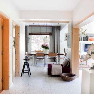 Idéer för att renovera en funkis hall, med terrazzogolv och vitt golv