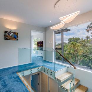 На фото: маленький коридор в современном стиле с белыми стенами, полом из керамогранита и синим полом с