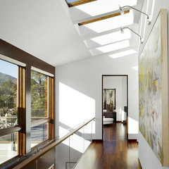 modern hall by John Maniscalco Architecture