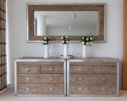 maritimer flur mit teppichboden ideen design bilder houzz. Black Bedroom Furniture Sets. Home Design Ideas
