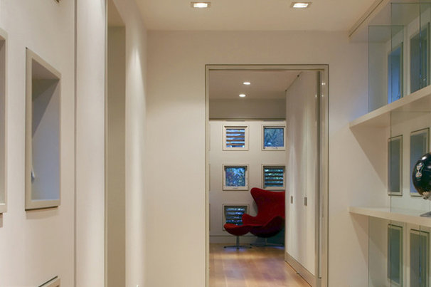 Contemporary Hall by Workshop/apd