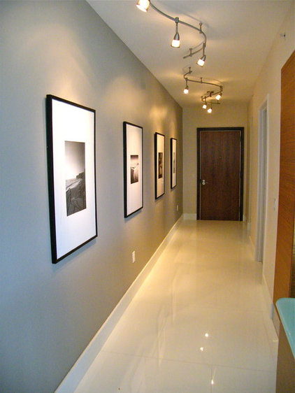 Contemporary Hall by FGC Design Residential Interiors