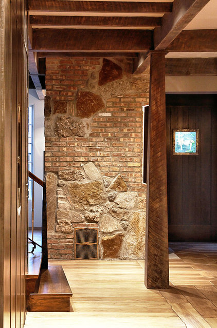 Contemporary Hall by Mark Hickman Homes