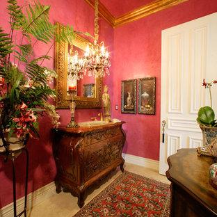 Diseño de recibidores y pasillos clásicos, de tamaño medio, con paredes rosas y suelo de travertino