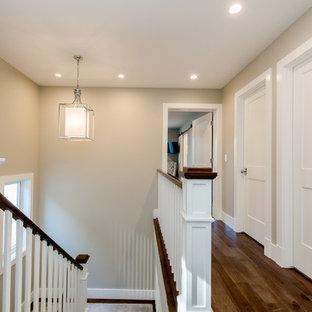 На фото: коридор среднего размера в стиле кантри с серыми стенами, полом из ламината и коричневым полом с