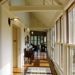contemporary hall by JMA (Jim Murphy and Associates)