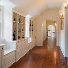 Traditional Hall by E. B. Mahoney Builders, Inc.