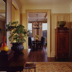 traditional hall by Glenn Gissler Design