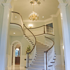 Traditional Hall by Signature Design & Cabinetry LLC