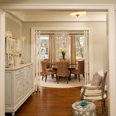 Traditional Hall by Harry Braswell Inc.