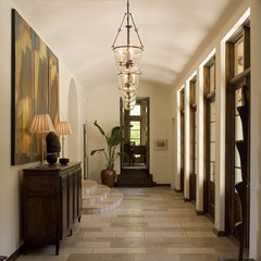 traditional hall by Hugh Jefferson Randolph Architects