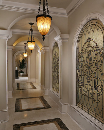 Traditional Hall by Ariam Interiors