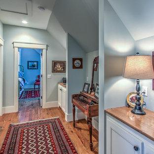 Example of a classic hallway design in Atlanta