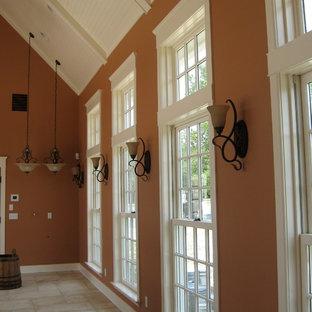 Идея дизайна: коридор среднего размера в средиземноморском стиле с оранжевыми стенами, полом из травертина и бежевым полом