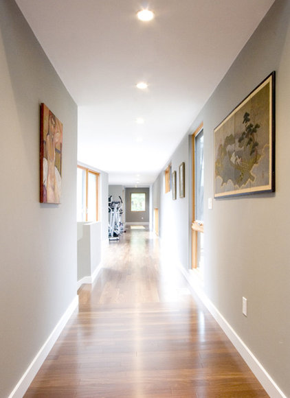 Modern Hall by Chang + Sylligardos Architects