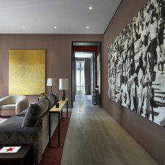 contemporary hall by d'apostrophe design, inc.