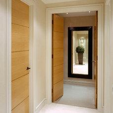 Modern Hall by Fabulous Interior Designs, LLC.