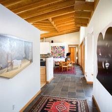 Contemporary Hall by Carlos Delgado Architect