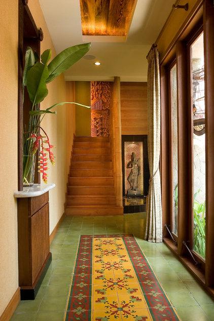 Tropical Hall by Iwan Sastrawiguna Interior Design