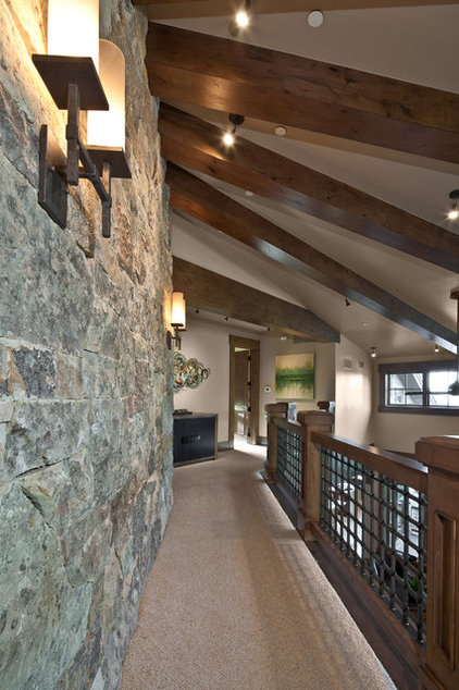Traditional Hall by Jaffa Group Design Build