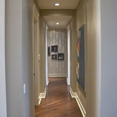 Contemporary Hall by Veranda Estate Homes & Interiors