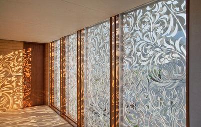 Ombrager, ventiler, décorer : les écrans en fer sculpté ont tout bon !