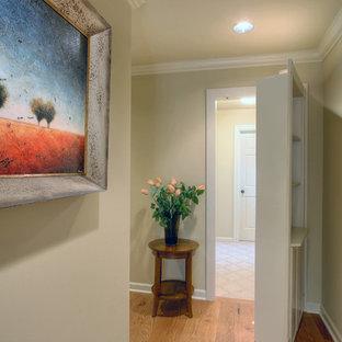 На фото: коридор в классическом стиле с серыми стенами и паркетным полом среднего тона