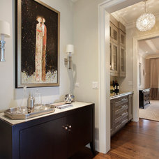 Traditional Hall by Highgate Builders
