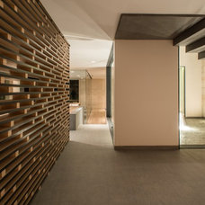 Contemporary Hall by RHYZOMA - Arquitectura / Diseño