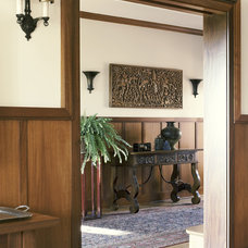 Traditional Hall by Tommy Chambers Interiors, Inc.