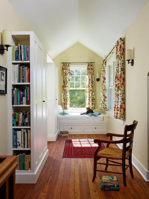 landhausstil flur mit gelber wandfarbe ideen design bilder houzz. Black Bedroom Furniture Sets. Home Design Ideas