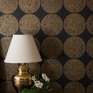 Imagen de recibidores y pasillos clásicos renovados, pequeños, con paredes negras y suelo de baldosas de porcelana